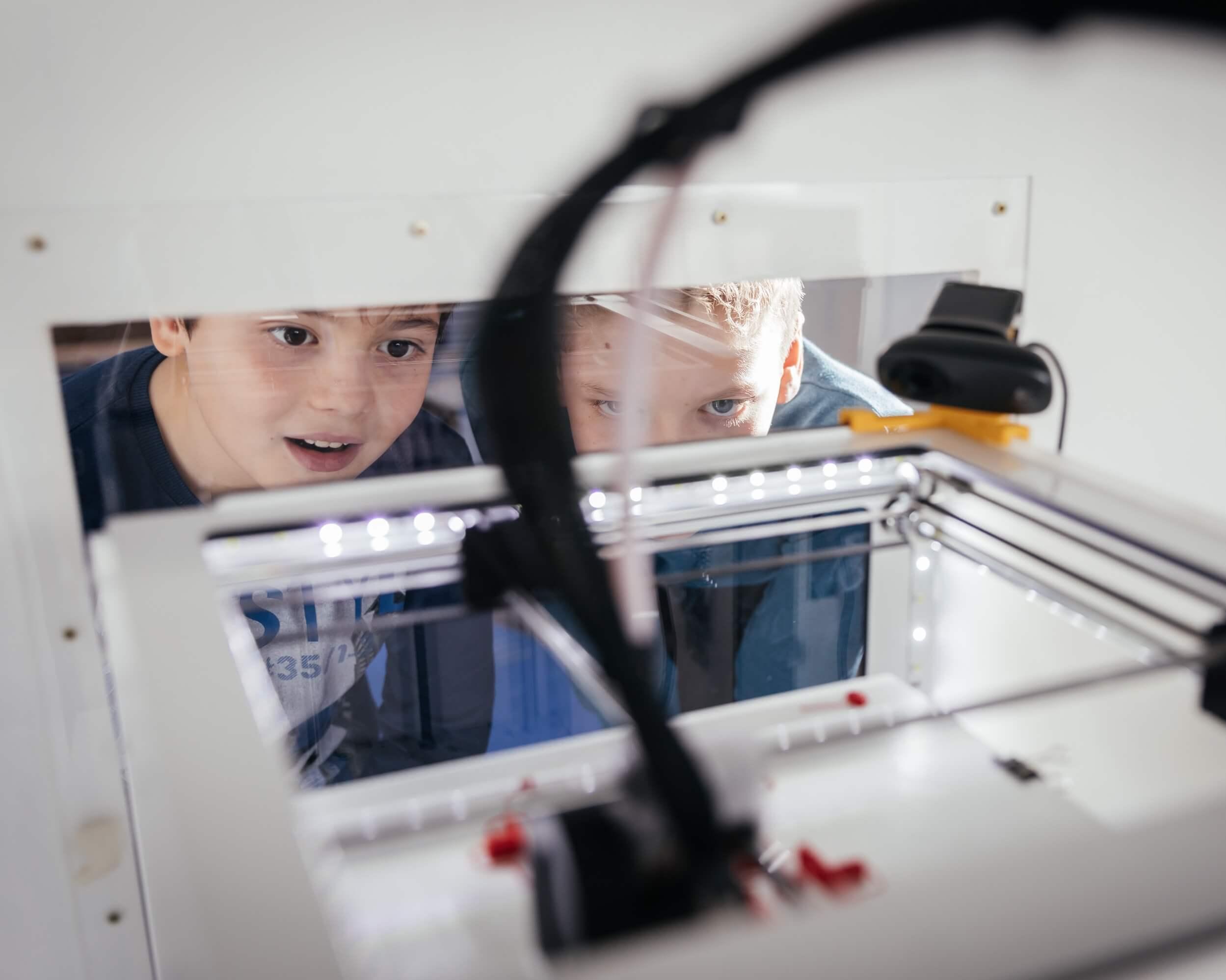 3D-Druck-Kurs - Kinder am 3D-Drucker
