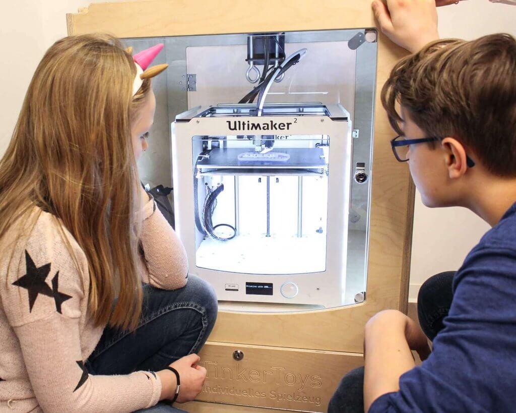 3D-gedrucktes Spielzeug beim Kindergeburtstag