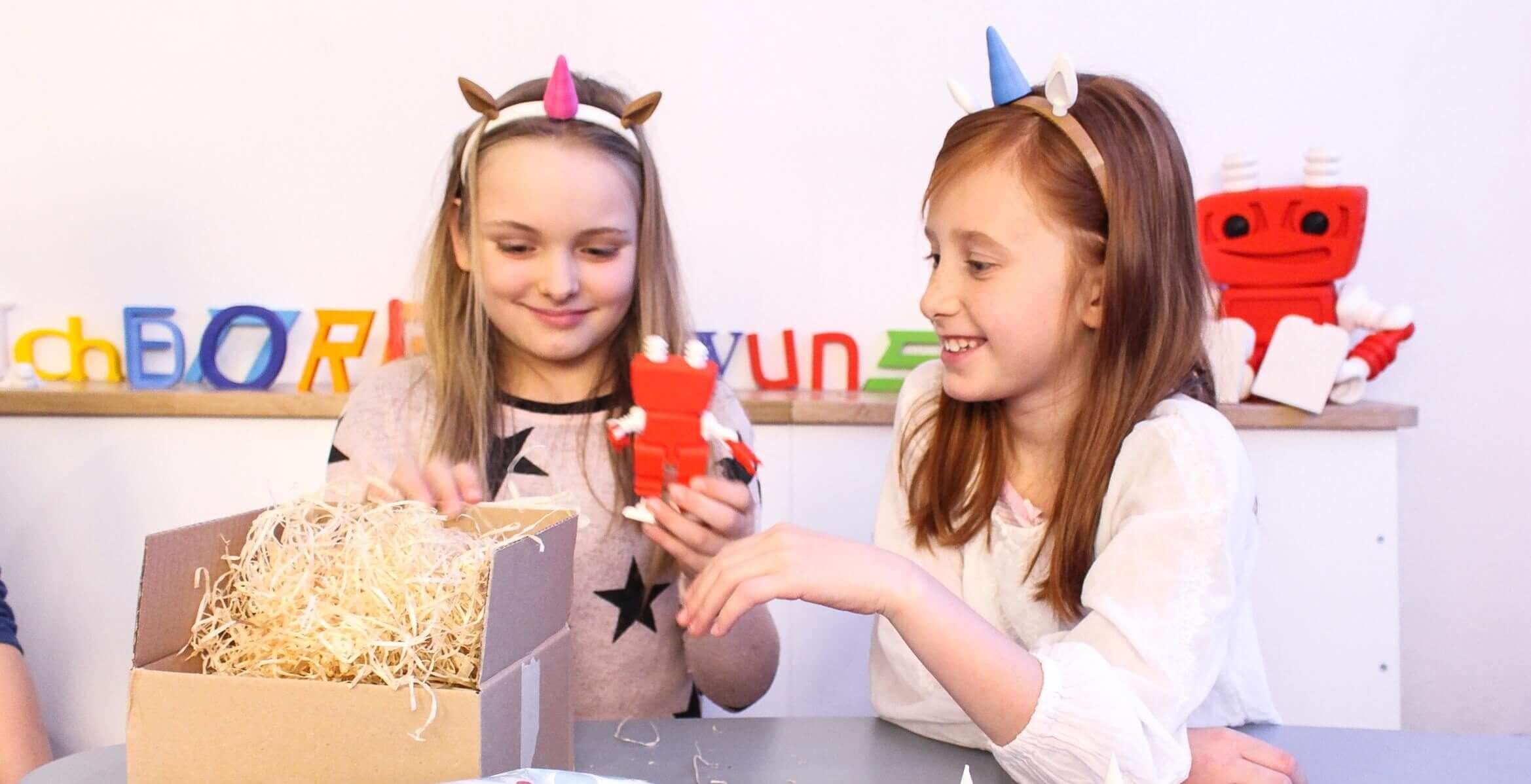 Kindergeburtstag Magdeburg - 3D-gedrucktes Spielzeug auspacken